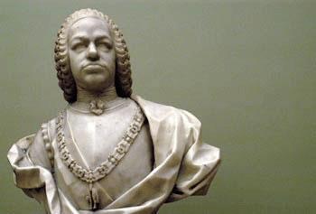 Busto de Fernando VI, luciendo el Collar de la Orden del Toisón de Oro